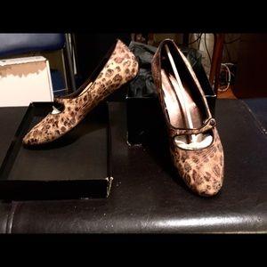 Vintage Donald Pliner size 9 leopard skin flats